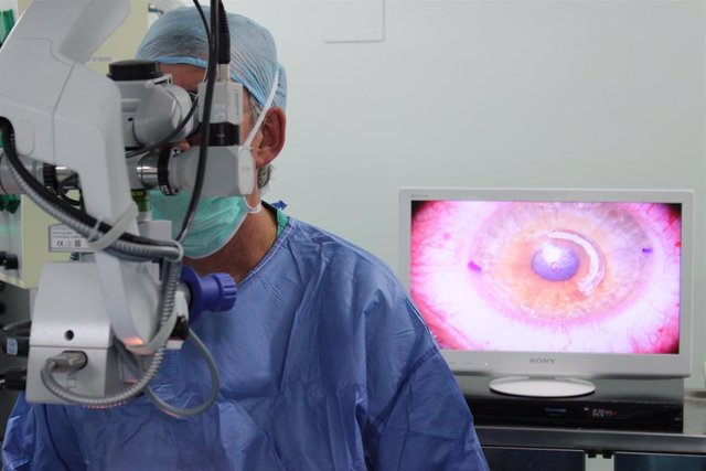 Archivo - Cirugía láser, hospital, hospitales, operación, operaciones, ojo, ojos, pupila, pupilas, iris, retina, retinas, visión