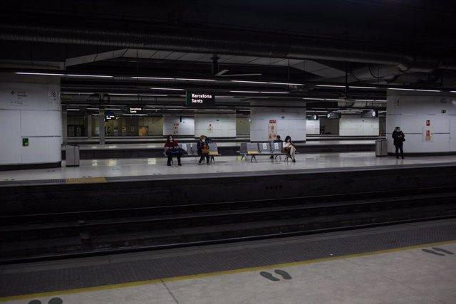 Archivo - Arxiu - Andanes de l'estació de Sants de Barcelona