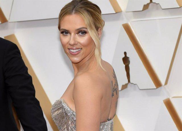 Archivo - Scarlett Johansson en la alfombra roja de los Oscar