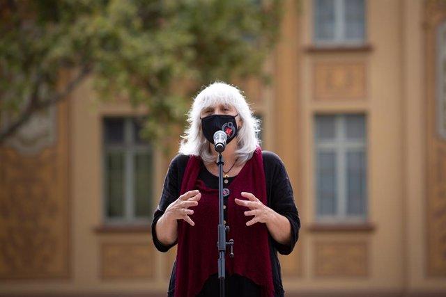 La líder de la CUP al Parlament, Dolors Sabater, en l'acte del quart aniversari de l'1-O davant l'Escola Ramon Llull