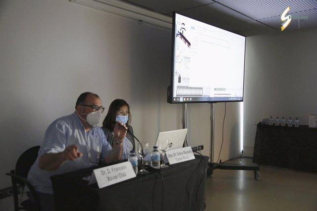 La doctora Edna Mariella Cama (derecha) y el doctor Francesc Xavier Díaz (izquierda) durante el 43º Congreso Nacional de SEMERGEN