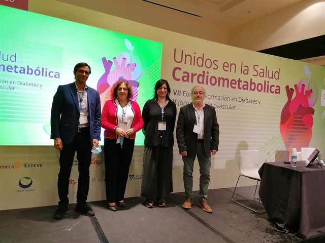 Los organizadores de la V Jornada Cardiovascular junto al VII Foro de Formación en Diabetes