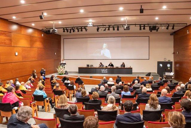 Anna Gener, CEO de la consultora inmobiliaria  Barcelona Savills Aguirre Newman, ha impartido la lección inaugural del acto de apertura del curso 2021-2022 de la Universitat Internacional de Catalunya