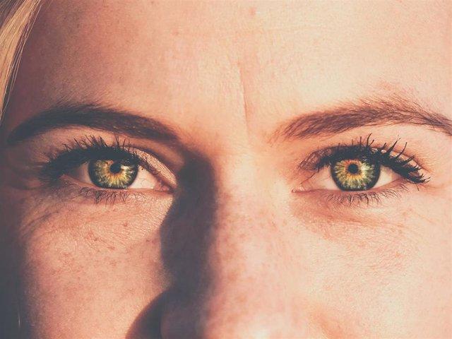 Archivo - La piel del contorno del ojo se caracteriza por ser más fina y delicada que en el resto del rostro.