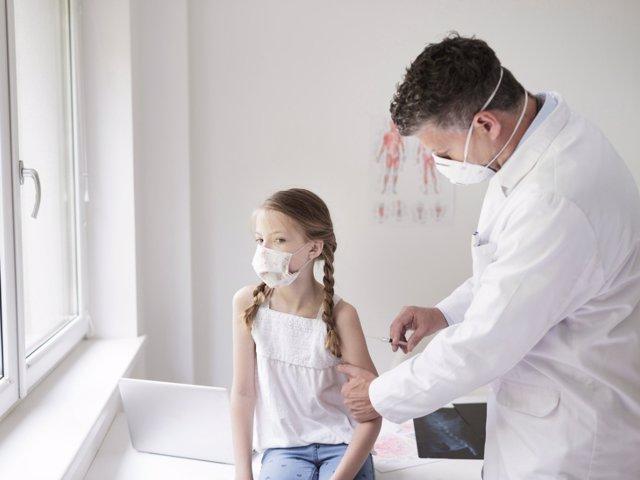 Los pediatras afirman que la vacuna Pfizer en niños es totalmente segura.