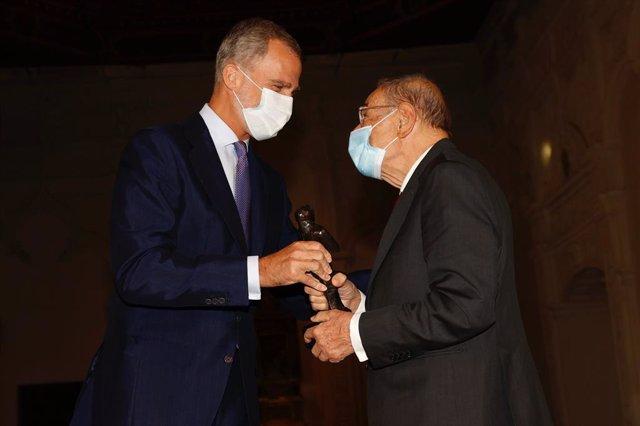 El Rey Felipe VI entrega el premio Trayectoria Fulbright a Javier Solana