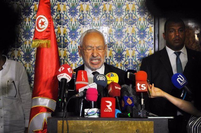 Archivo - 30 July 2020, Tunisia, Tunis: Rached Ghannouchi, Speaker of the Tunisian Assembly of the Representatives of the People, speaks during a press conference before holding a plenary session per the request of a parliamentary bloc to vote on withdraw