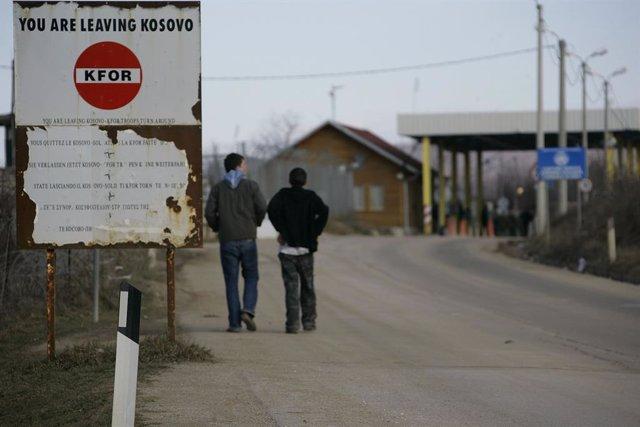 Archivo - Vista de la frontera entre Serbia y Kosovo