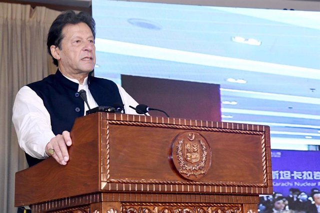 Archivo - 21 May 2021, Pakistan, Islamabad: Pakistani Prime Minister Imran Khan speaks during the inauguration ceremony of the Karachi Nuclear Power Plant Unit-2 in Islamabad. Photo: -/PPI via ZUMA Wire/dpa