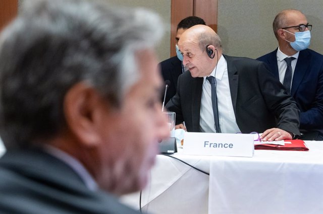 22 September 2021, US, New York: Anthony Blinken (L), Secretary of State of the United States, and Jean-Yves Le Drian, Foreign Minister of France, sit across from each other during a hybrid meeting of foreign ministers of the Berlin Process on Libya at th
