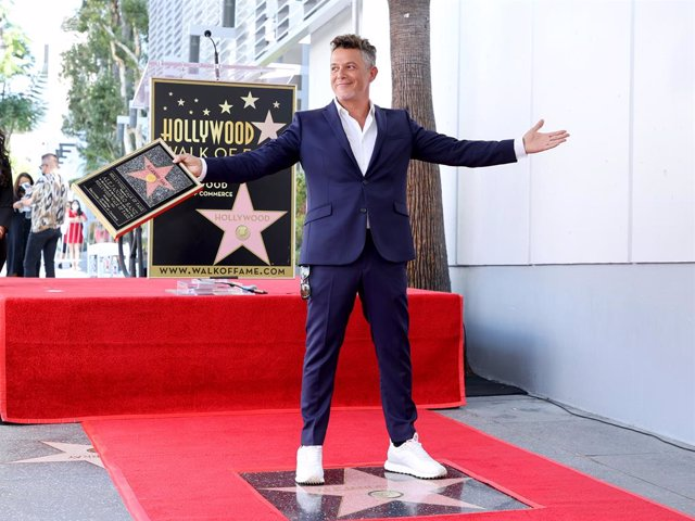 Hollywood Chamber of Commerce Vice Chair Lupita Sanchez-Cornejo and Alejandro Sanz attend the Hollywood Walk of Fame Star Ceremony for Alejandro Sanz on October 01, 2021 in Hollywood, California.