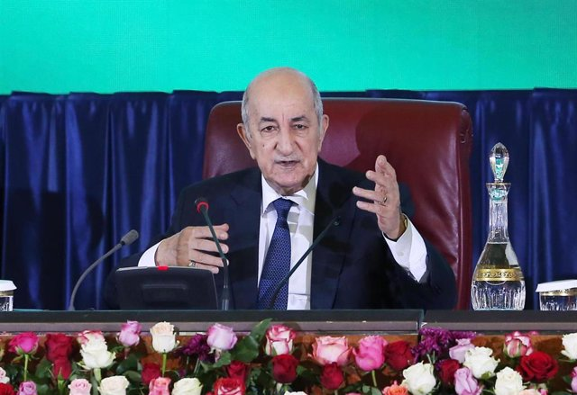 Archivo - ALGIERS, Feb. 16, 2020  Algerian President Abdelmadjid Tebboune attends a meeting of the Algerian government with local governors in Algiers, Algeria, Feb. 16, 2020. The Algerian government started on Sunday a two-day meeting themed ''For a new
