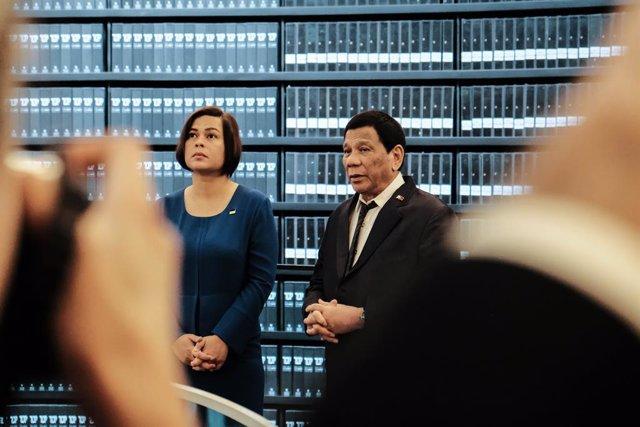 Archivo - Arxivo - El president de Filipines, Rodrigo Duterte, i la seva filla, l'alcaldessa de Davao, Sara Duterte-Carpio