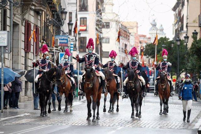 Archivo - La Guardia Real a caballo custodia a los nuevos embajadores de Lituania, Ucrania, Eslovenia, Bélgica, Haití, Camerún y Argentina, que se desplazan desde el Palacio de Santa Cruz, sede oficial del Ministerio de Asuntos Exteriores y de Cooperación