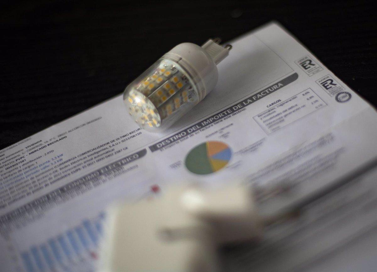 El precio de la luz vuelve a subir mañana y marcará el lunes más caro de la historia, 186,46 euros/MWh