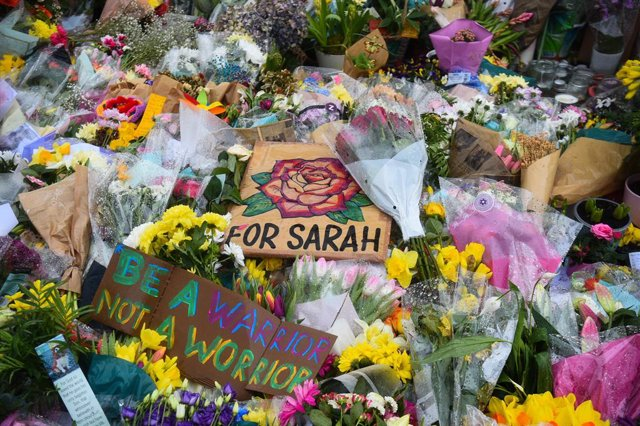 Archivo - 17 March 2021, United Kingdom, Clapham: Floral tributes left next to the bandstand in Clapham Common, for the 33-year-old Sarah Everard. Photo: Kirsty O'connor/PA Wire/dpa