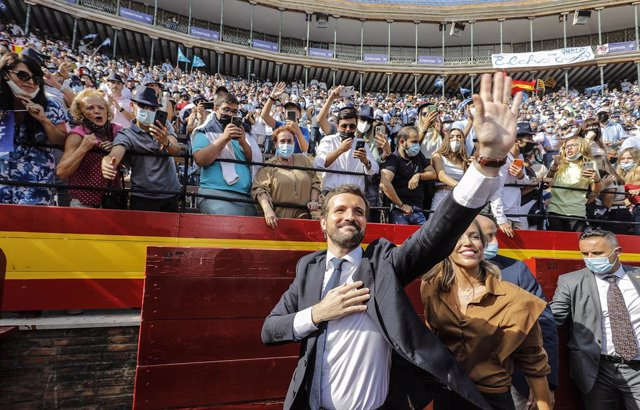 El president del PP, Pablo Casado, a la seva arribada a l'acte de clausura de la Convenció Nacional del PP, a la Plaça de Toros de València, a 2 d'octubre de 2021, a València, Comunitat Valenciana (Espanya). València acull aquest cap de setmana el tancame
