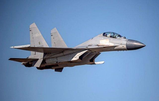 Avión de combate chino J-16