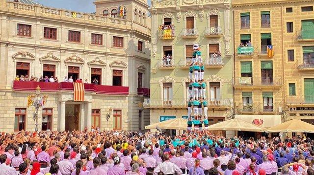 Castellers de Vilafranca aixequen a Reus (Tarragona) el primer 'castell' de 8 pisos després de sorgir la pandèmia de coronavirus