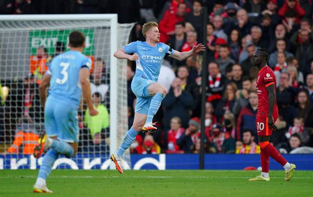 03 October 2021, United Kingdom, Liverpool: Manchester City's Kevin De Bruyne celebrates scoring his side's second goal during the English Premier League soccer match between Liverpool and Manchester City at Anfield Stadium. Photo: Peter Byrne/PA Wire/dpa