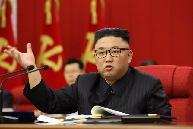 Archivo - HANDOUT - 15 June 2021, North Korea, Pyongyang: A picture provided by the North Korean state news agency (KCNA) on 16 June 2021, shows North Korean Leader Kim Jong-un speaking during the third plenary meeting of the eighth Central Committee of N