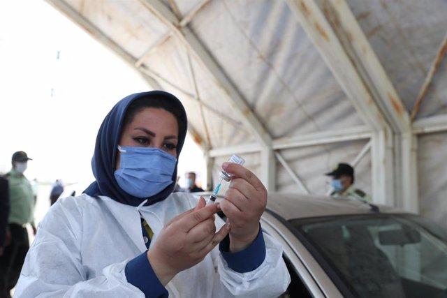 Archivo - Campaña de vacunación contra el coronavirus en Irán