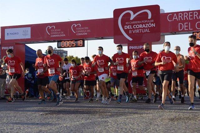 Casi 2.000 corredores han participado en la XII Carrera Popular del Corazón en Madrid para concienciar sobre la importancia de realizar ejercicio físico.