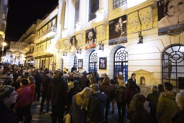 Archivo - Público del Festival en el Gran Teatro de Huelva.