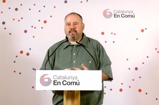 El portaveu dels comuns i diputat al Congrés, Joan Mena, en roda de premsa