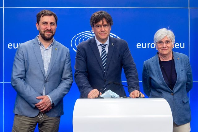 Archivo - Arxiu - Antoni Comín, Carles Puigdemont i Clara Ponsatí al Parlament Europeu