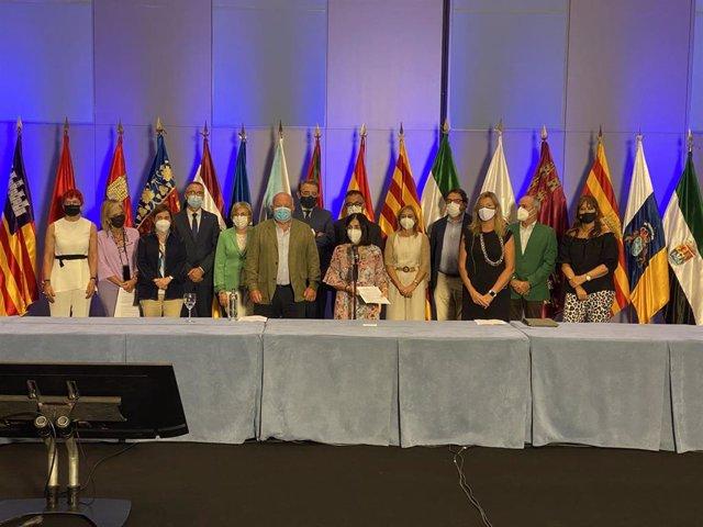 La ministra de Sanidad, Carolina Darias, y los consejeros autonómicos de Sanidad en el 'I Encuentro Atención Primaria: Retos y Oportunidades', celebrado en Maspalomas (Gran Canaria), a 1 de octubre de 2021.