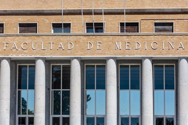 Archivo - Fachada de la Facultad de Medicina de la  Universidad Complutense de Madrid (UCM)