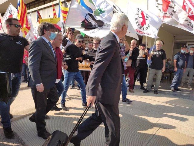L'expresident de la Generalitat Carles Puigdemont entra al Tribunal d'Apel·lació de Sàsser (Itàlia) per declarar