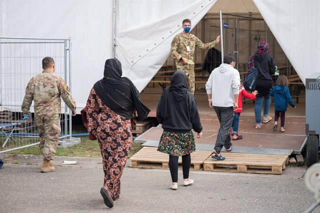 17 September 2021, Rhineland-Palatinate, Ramstein: Afghan evacuees arrive for measles vaccination in a tent at the American base in Ramstein, after the discovery of individual measles infections. Photo: Oliver Dietze/dpa