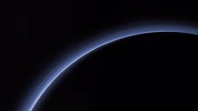 Atmósfera de Plutón registrada durante el sobrevuelo de la misión New Horizons en 2015