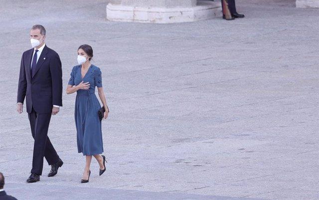 Archivo - Los Reyes, Felipe VI y Letizia, a su llegada al acto de homenaje de Estado a las víctimas de la enfermedad por coronavirus y de reconocimiento al personal sanitario, en la plaza de la Armería del Palacio Real, a 15 de julio de 2021, en Madrid (E