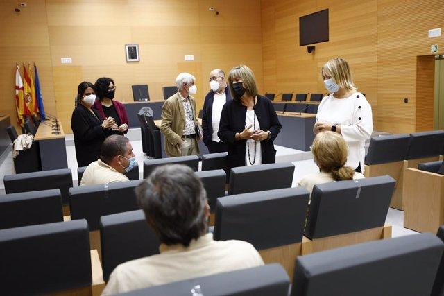 L'alcaldessa de l'Hospitalet de Llobregat (Barcelona), Núria Marín, dona la benvinguda a les persones que participaran en el programa