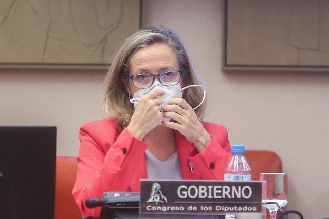 La vicepresidenta primera del Gobierno y ministra de Asuntos Económicos y Transformación Digital, Nadia Calviño, a su llegada para comparecer en la Comisión Mixta para la Unión Europea del Congreso de los Diputados, a 23 de septiembre de 2021, en Madrid (