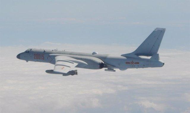 Bombardero chino H-6 en espacio aéreo de Taiwán