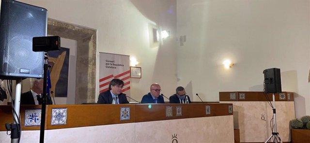 L'expresident de la Generalitat Carles Puigdemont amb els advocats Gonzalo Boye i Agostinangelo Marra