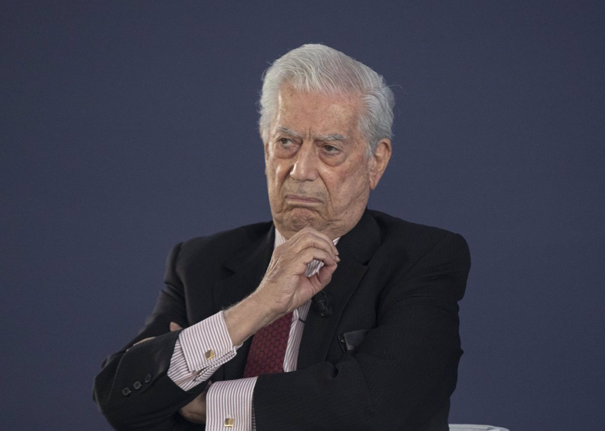 Vargas Llosa managed his copyright through an offshore company, according to the 'Pandora Papers'