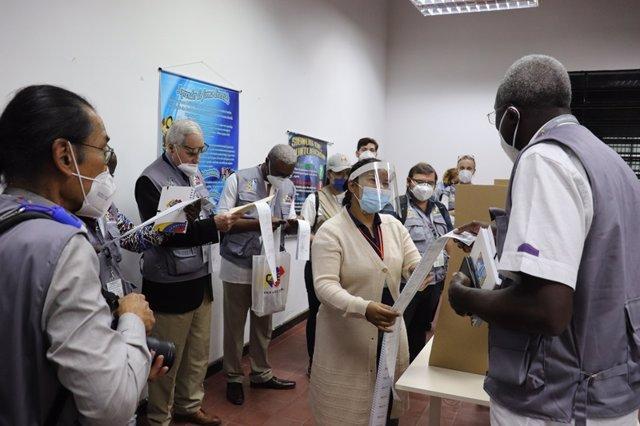 El Consejo Nacional Electoral de Venezuela aprueba la presencia de observadores internacionales
