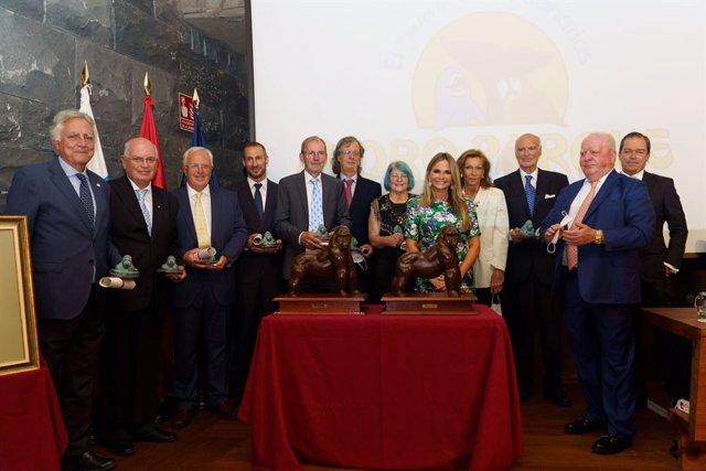 Loro Parque entrega el Premio Gorila 2019 y 2020 a la Dra. Robin