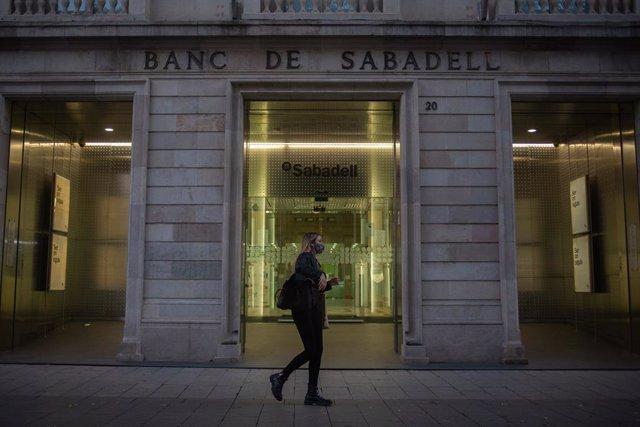 Archivo - Sede histórica del Banc Sabadell en Sabadell, Barcelona, Catalunya (España), a 17 de noviembre de 2020.