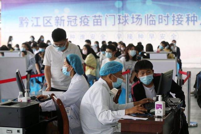 Archivo - Vacunación contra el coronavirus en China