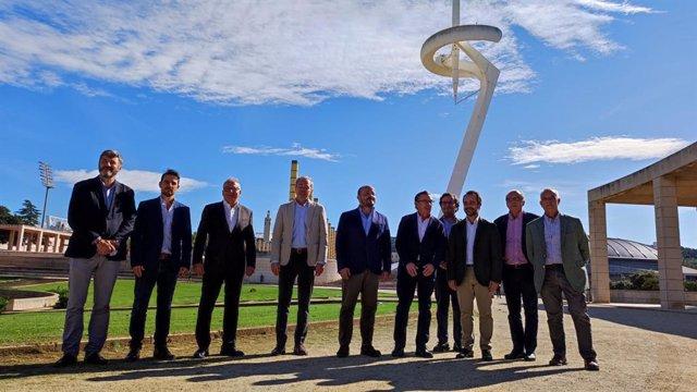 El líder del PP de Catalunya, Alejandro Fernández, junto con líder del PP en Aragón, Luis María Beamonte; el alcalde de Zaragoza, Jorge Azcón, y el presidente del PP en el Ayuntamiento de Barcelona, Josep Bou, en la Anilla Olímpica
