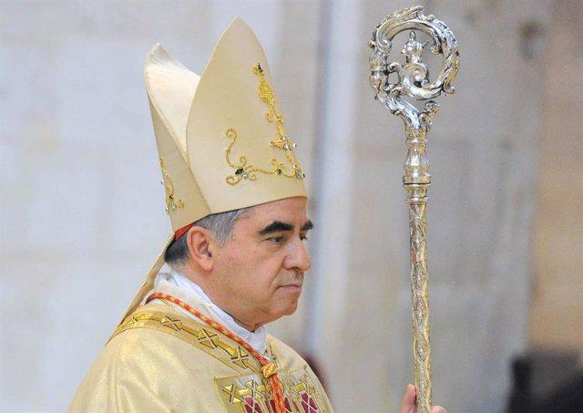 Archivo - El cardenal Angelo Becciu.