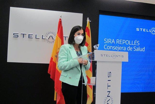 La ministra de Sanidad, Carolina Darias, en la planta de Stellantis en Figueruelas.