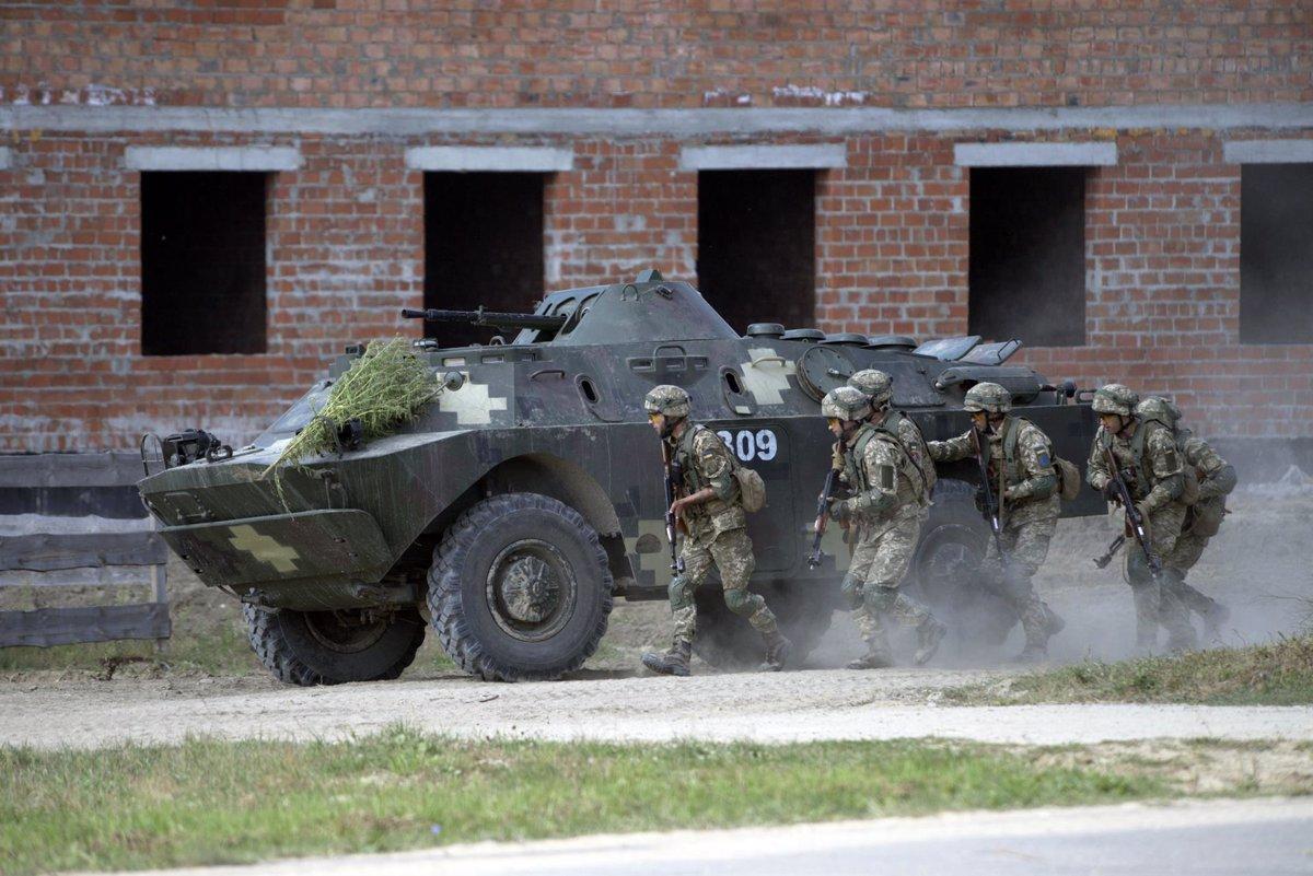 Ucrania.- Ucrania pone fin a la prohibición de devolver el ataque en caso de bombardeos de los separatistas del este