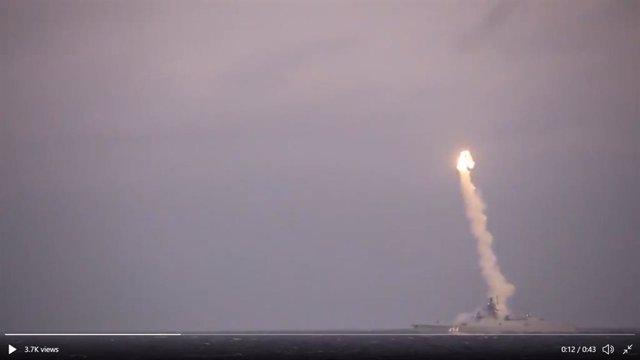 Archivo - Captura de pantalla del vídeo del Ministerio de Defensa ruso del lanzamiento de un misil hipersónico Tsirkon contra un blanco costero